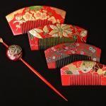Ensemble de peignes japonais rouges