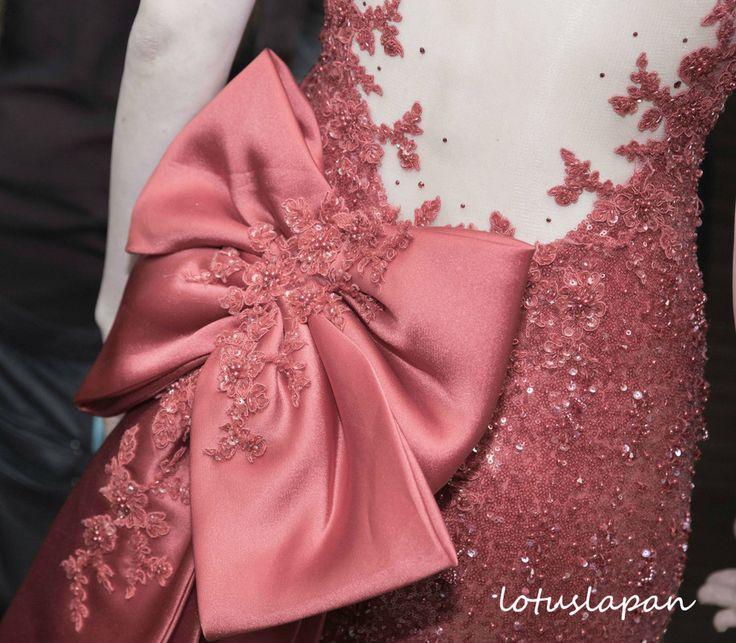 お色直しは赤のドレス。あえて伝統的な赤を着なくてもいいと思いましたが、彼が「君は赤が似合う!」と言うのでアドバイスに従いました。通常はもう一度お色直ししてお見送りとなるのですが、ゆったりした行程にしたいため、お色直しは1度だけにしました。とても気に入ったドレスだったので、長く着られて満足です。