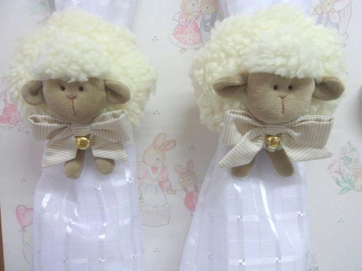 O encanto das ovelhinhas para encantar o quarto do seu bebê! <br>Prendedor de cortina feito em carapinha e plush. Laço do pescoço podendo ser com fita de cetim ou de tricoline. <br>O valor corresponde ao par.