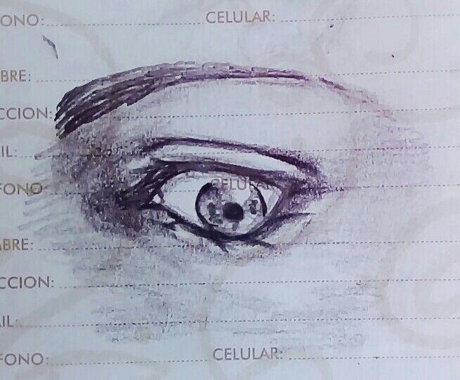 Ojo en una libreta by Reila