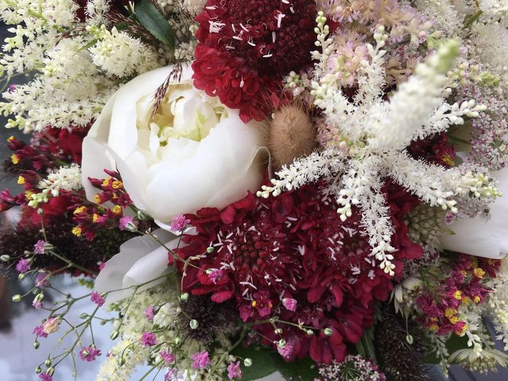 Bon dia! Detall del ram de núvia amb peònia ✨�� ... #sinfiltro #peonia #peonias #boda  #Paeonia #peonie #Paeoniaceae #peony #weddingplanner #bridal #wilderness #badalona #flor #flores #flors #mecaso #bouquet #bouquets #ramodeflores #barcelona #floristeria #instaflower #flowerslover #flowerslovers #designfloral #novias #barcelonagram  #weddingflowers #igersbadalona  #flowerstagram http://gelinshop.com/ipost/1521586188765532915/?code=BUdwpO0gpLz