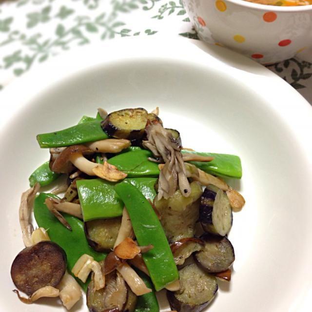 スパゲティにするつもりで用意してたら、栗おこわのお裾分けがあったので、具はそのまま炒め物にしました。 茄子、インゲンに舞茸、しめじ、ニンニクで炒めました。  生姜スープは 豆腐、葱、人参、エノキ、生姜を入れ中華だしで。 - 55件のもぐもぐ - 茄子とインゲンの炒め物 と 生姜スープ by koich