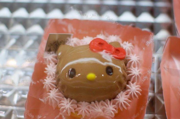 Kawaii Hello Kitty Chocolate Cake