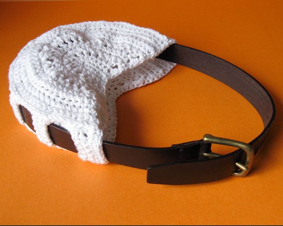 a old belt and some crochet. I love this idea! Do I have an old belt......?