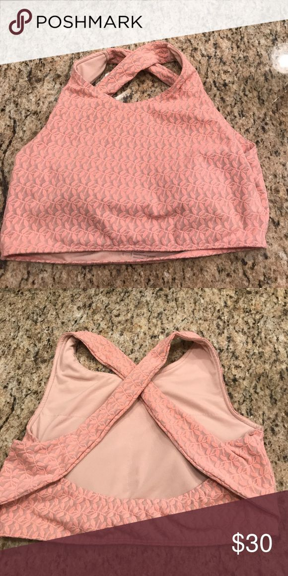 Albion Fit pink flower detail sports bra flattering sports bra with really pretty flower detail. Excellent condition/wasn't worn out of the house 😅 Albion Tops Crop Tops