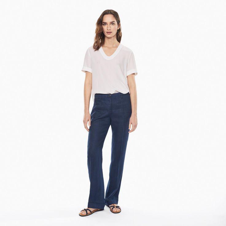 I nostri pantaloni larghi in 100% lino sono un bellissimo modello leggero e traspirante dallo stile fresco e di tendenza. Questi pantaloni con risvolti preppy e classica gamba larga sono ideali per le giornate estive sulla costa amalfitana.