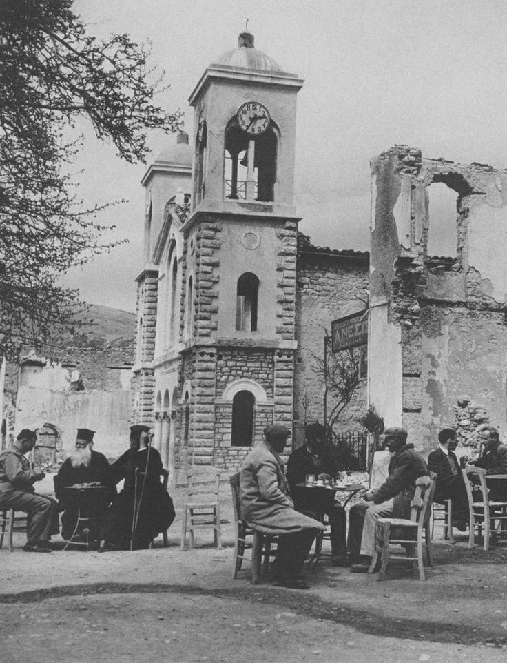 Καλάβρυτα. Κάποιοι από τους επιζώντες κατοίκους της ναζιστικής σφαγής στις 13…