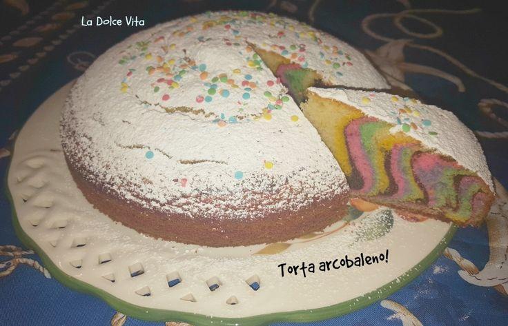 Se volete realizzare una torta divertente, in tema carnevalesco, ma non solo, vi propongo questa soffice torta arcobaleno all'arancia!