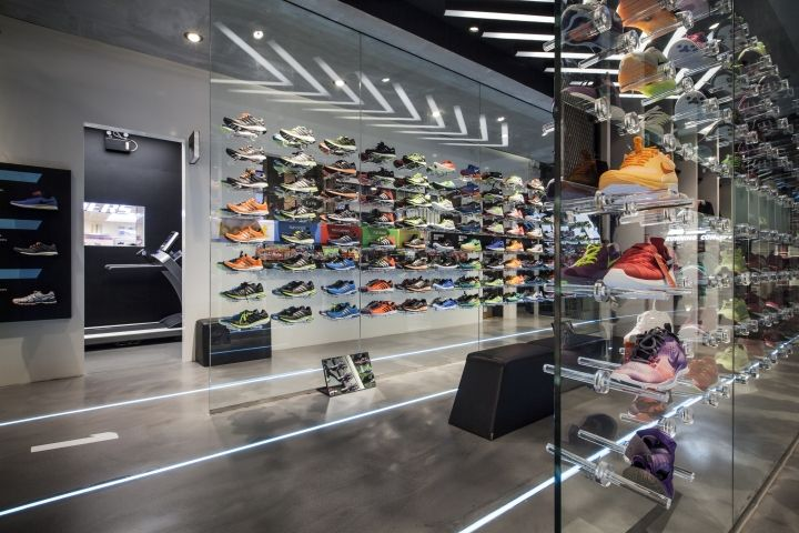 Ari Running store by Whitespace, Bangkok – Thailand » Retail Design. Visit City Lighting Products! https://www.facebook.com/CityLightingProducts