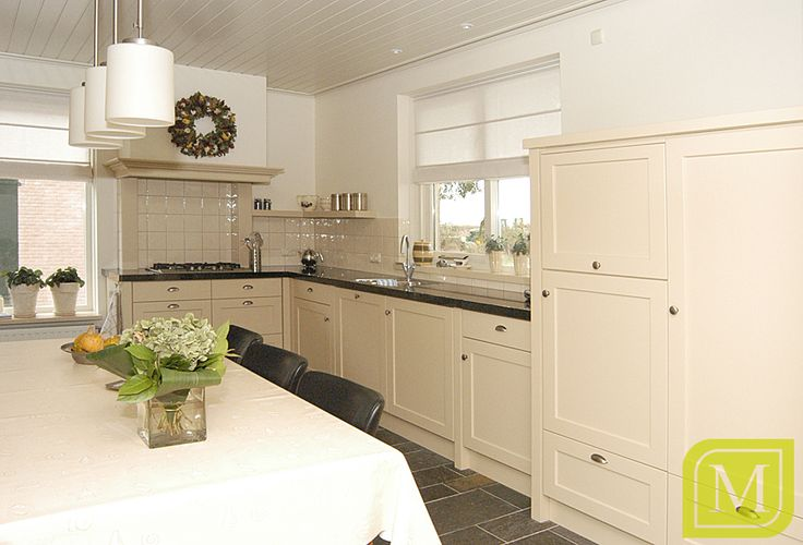Lichte keuken in landelijke stijl mint interieur maatwerk landelijke keukens pinterest - Keuken stijl ...