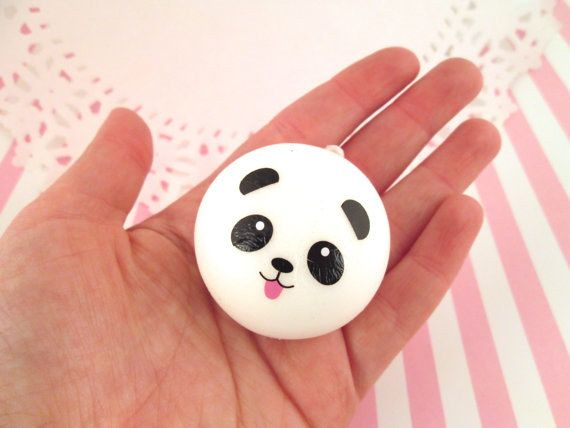Esta pelota antiestrés que seguramente hace milagros. | 22 Cosas adorables que necesitas si te encantan los pandas