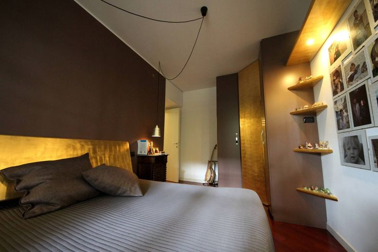 Appartamento grunge in città : Camera da letto eclettica di Falegnameria Ferrari Snc