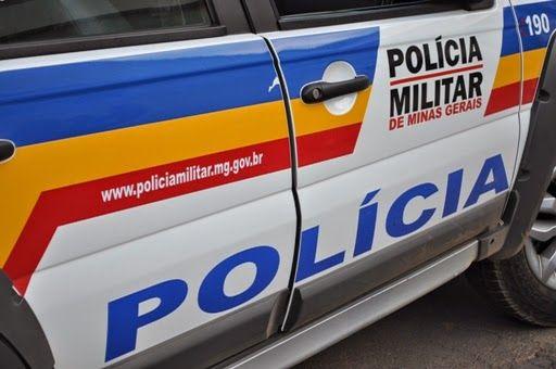 #News  Dupla anda na contramão e provoca batida com carro roubado para fugir da polícia