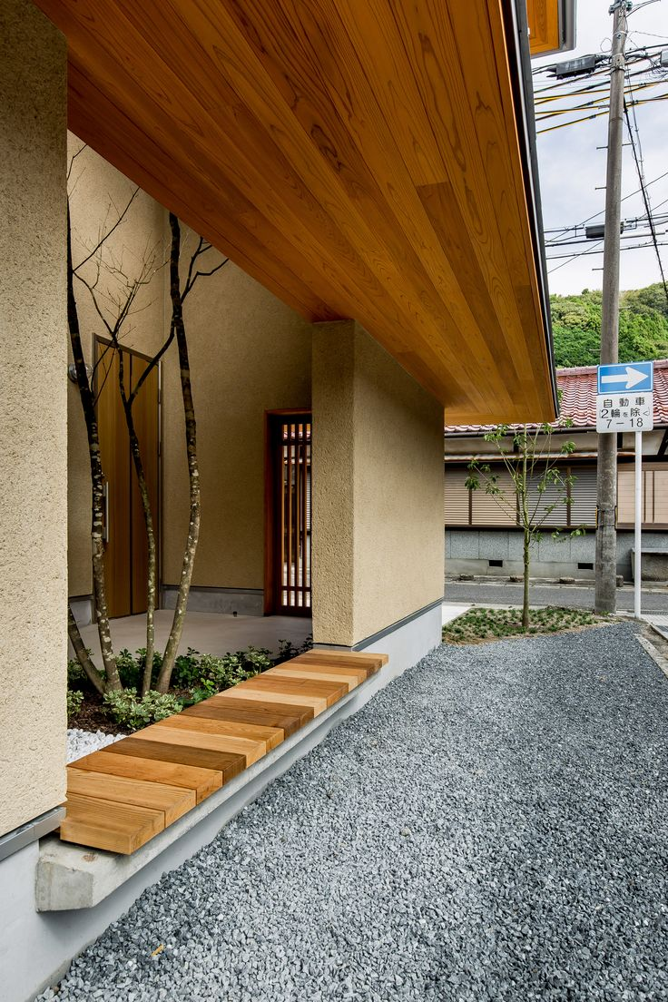 Kyomachi House is located in Koga, a city in the southern part of the Shiga Prefecture. The residence is set within the former boundary of the town of Minakuchi, which was merged with four other towns in 2004 to create Koga city.