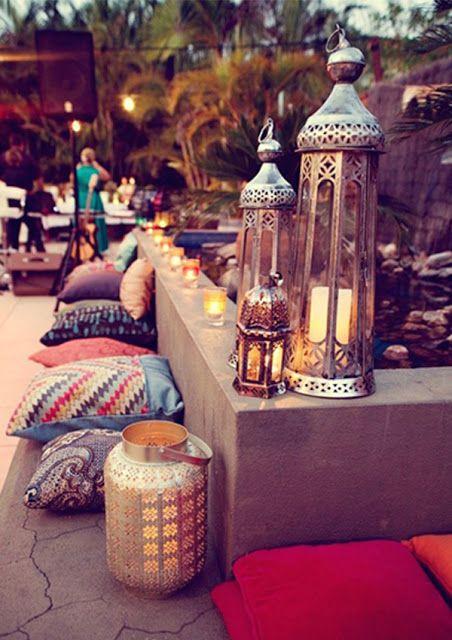 super cool modern moroccan outdoor party #moroccanlanterns #moroccanpillows [click thru for more modern moroccan spaces]