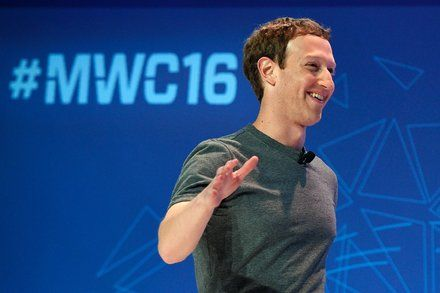 Mark Zuckerberg Backs Apple in Its Refusal to Unlock iPhone