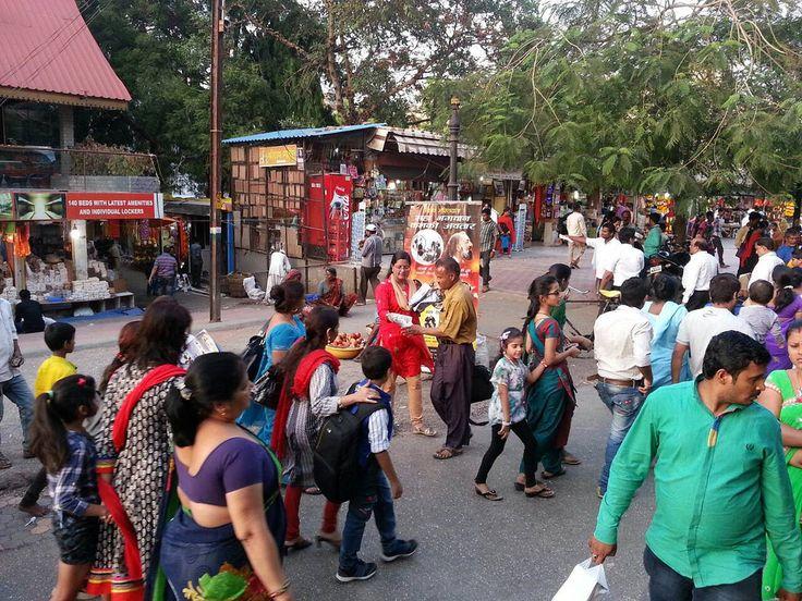 Leafleting at Shirdi Sai Baba Temple in Mumbai   Kalki Avatar Foundation