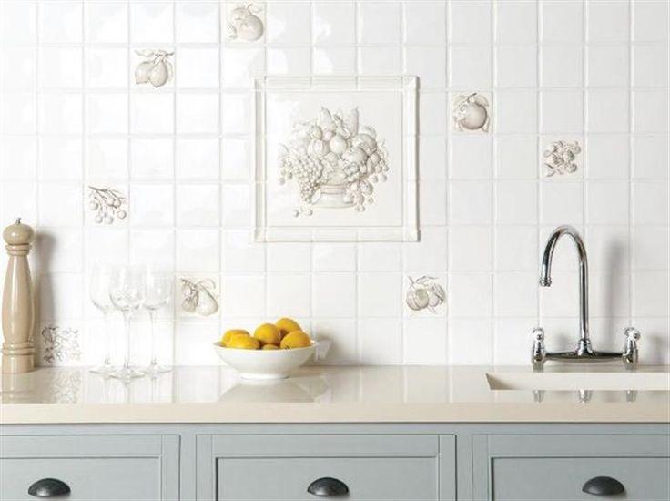 Tegels met 3D fruit decor, groot decor van een complete fruitmand, losse decors van appels, citroenen, kersen etc.