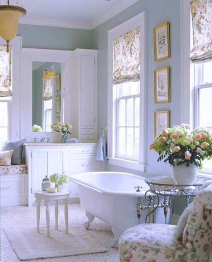 Shabby Chic Bathroom. Like Little Table By Tub