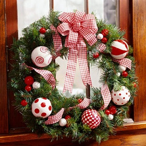 Foam balls + paint + wribbon = DIY wreath: Christmas Wreaths, Red And White, Polka Dots, White Christmas, Cute Wreaths, Christmas Decor, Wreaths Ideas, Holidays Wreaths, Ornaments Wreaths