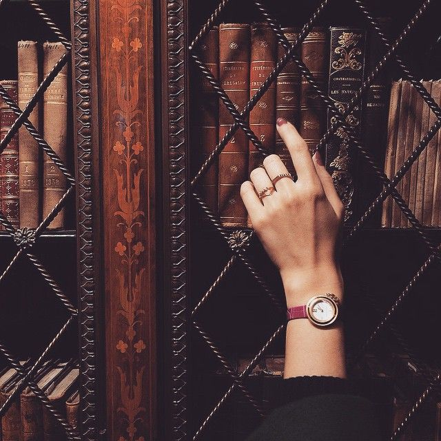 A weekend in New York with @alice_gao #lingeredupon wearing the Charms Gold Watch #VCAcharms