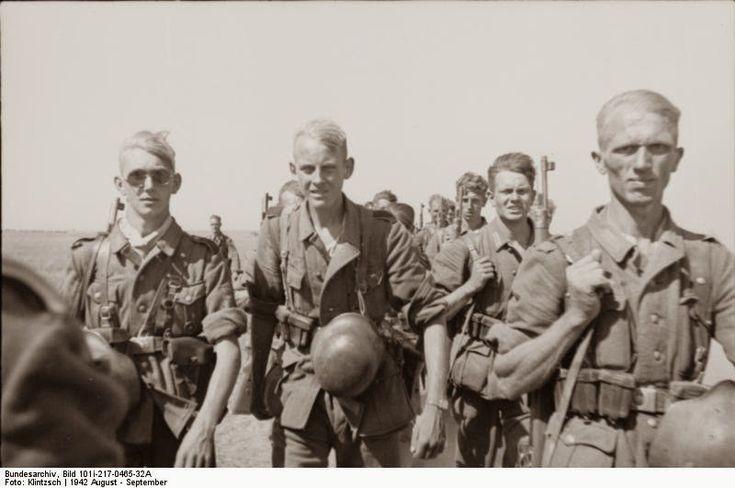 17. Membros do 6º Batalhão em 1942. Eles não fazem ideia do que os espera. Estatisticamente falando, a grande maioria deles não viu o ano de 1944.