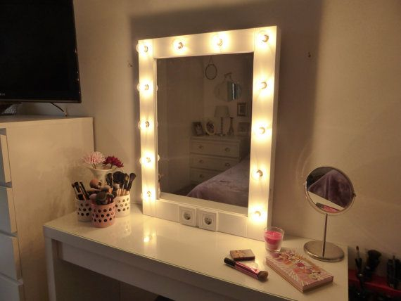17 meilleures id es propos de mirror with light bulbs sur pinterest chambre d 39 adolescent. Black Bedroom Furniture Sets. Home Design Ideas