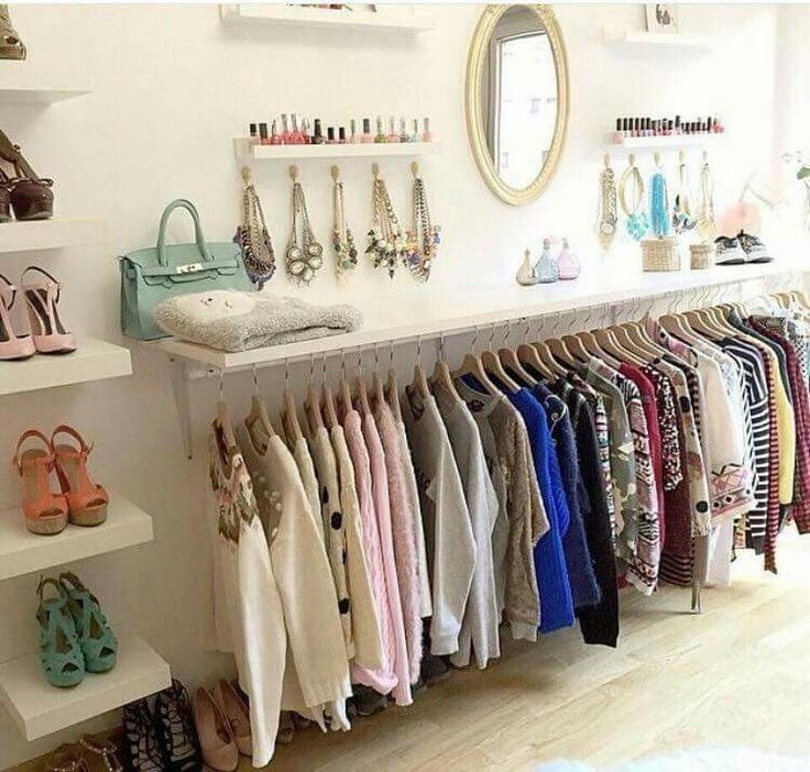 Um tudo em um. Quarto de vestir mais beleza, jóias mais polonês, idéia genial, reunindo tudo para estar no topo. / An all in one. Dressing room more beauty, more polish jewelry, cool idea, putting everything together to be at the top.
