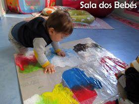 A sala da Mónica partilhou com a sala da Xana um livro sobre as cores. Os meninos e meninasda sala da Xana fizeram muitas experiências mis...