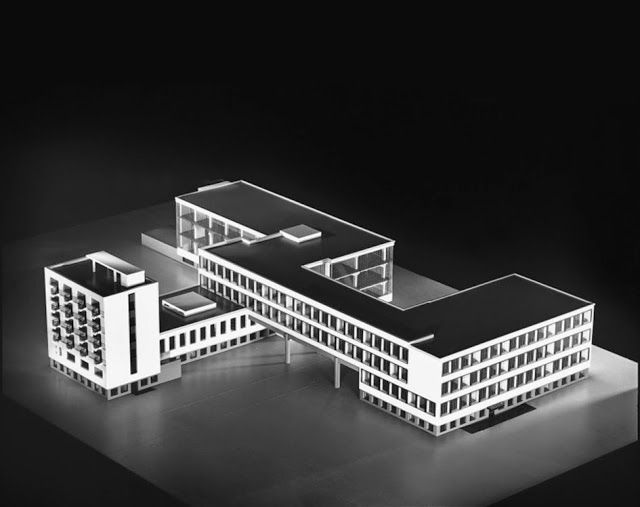 Building Of Staatliches Bauhaus In Dessau Bauhaus Architecture