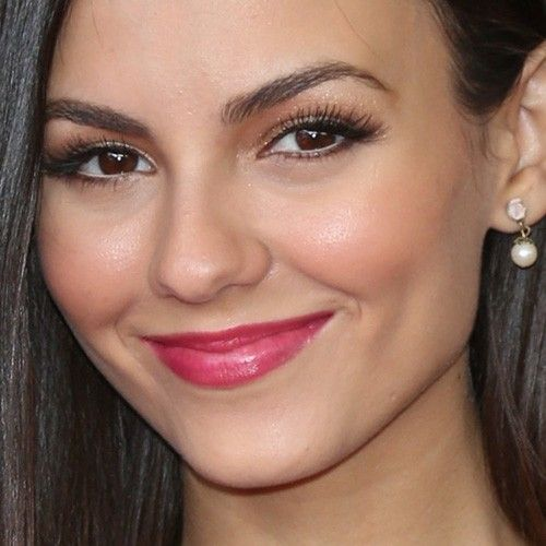 Victoria Justice's Makeup Photos & Products | Steal Her Style