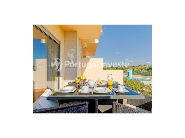 Terraço, Apartamento T2, com belíssimo terraço e acesso a piscina, no Condomínio de Luxo do Parque da Corcovada - Portugal Investe