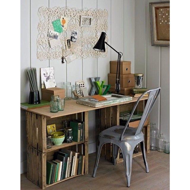 Diseños interesantes que se pueden hacer con las maravillosa cajas de fruta que vendemos, impresionante este escritorio!
