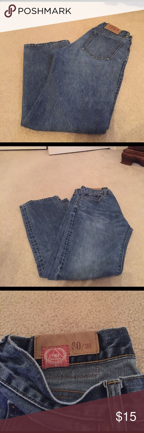 Men's GAP Standard Fit 30/30 Men's Gap jeans perfect condition.  Size 30/30 standard fit.  I had to write my sons name on the inside label because he went off to a camp. Sorry it didn't come off, but not very noticeable. GAP Jeans Straight