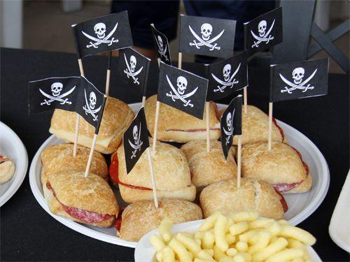 bocadillos_cumpleaños_pirata_pintando_una_mama