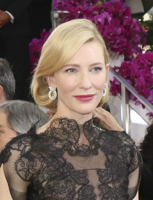 Cate Blanchett: Η ξανθιά Cate έπιασε τα μαλλιά της σε ένα ψεύτικο καρέ που συμπλήρωνε τέλεια την Armani Prive δαντελένια τουαλέτα της. Φίνα, αριστοκρατική και απαστράπτουσα έλαμπε όπως καμία άλλη. Ναι, είμαστε προκατειλημμένες.