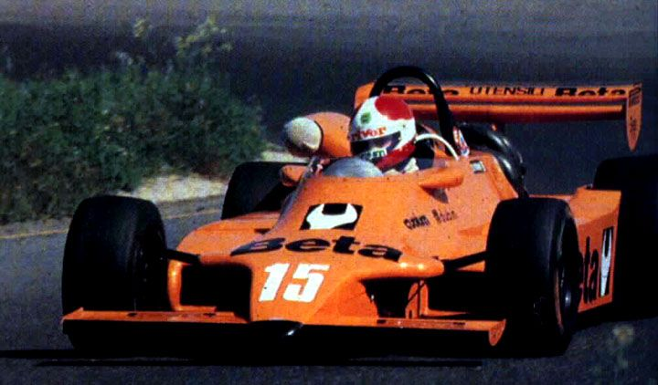 Toleman TG280 Hart de Fórmula 2 guiado por Siegfried Stohr e alinhado pela equipe Docking & Spitzley. O piloto venceu em Enna-Pergusa numa temporada amplamente dominada pelos carros do construtor britânico: seis vitórias em 12 possíveis