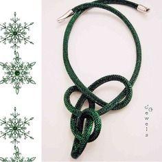 Collana in lurex verde con riflessi oro