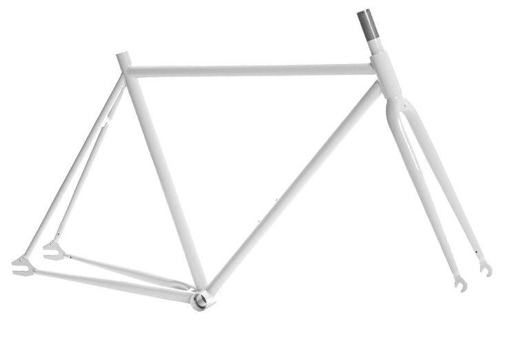 """Pure Fix Original Frameset - Wit  Frame Pure Fix Origin:  700c fixed Hi-ten stalen frame en voorvork  286 (1""""1/8) stuurbuis.  25.4 zadelpen.  Levenslange garantie.  Engels schroefdraad bottom bracket. Omschrijving Deze Original Fixed-Gear Frameset is een track geïnspireerd frame ontworpen om snelheid te maken in de straten. Gemaakt van duurzaam staal die schokken absorbeert geeft dit frame je een klassiek ritgevoel. De set bestaat uit een frame met bijpassende voorvork. De mogelijkheden voor…"""