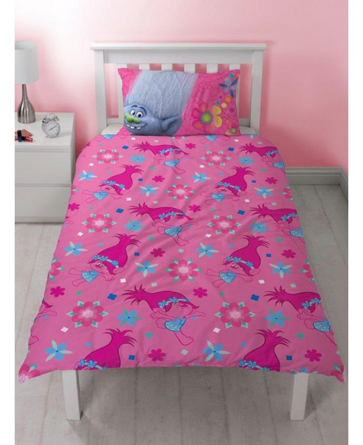 This adorable Trolls Quest Single Duvet Cover and Pillowcase Set is a 2 in 1 reversible bedding set! Free UK delivery available
