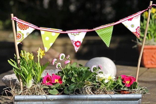 Windspiele - Balkonblumen Wimpelkette - ein Designerstück von Atelier_AD bei DaWanda
