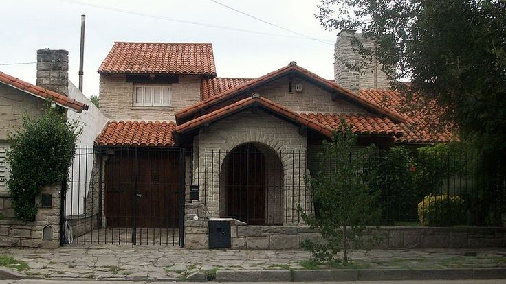 Mar del Plata style, Typical vault-shaped porch on front, dormers and chimney