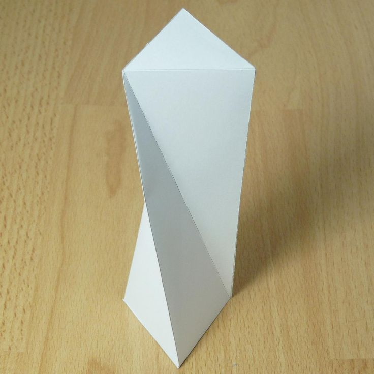 twisted triangular prism -  Paper model with instructions