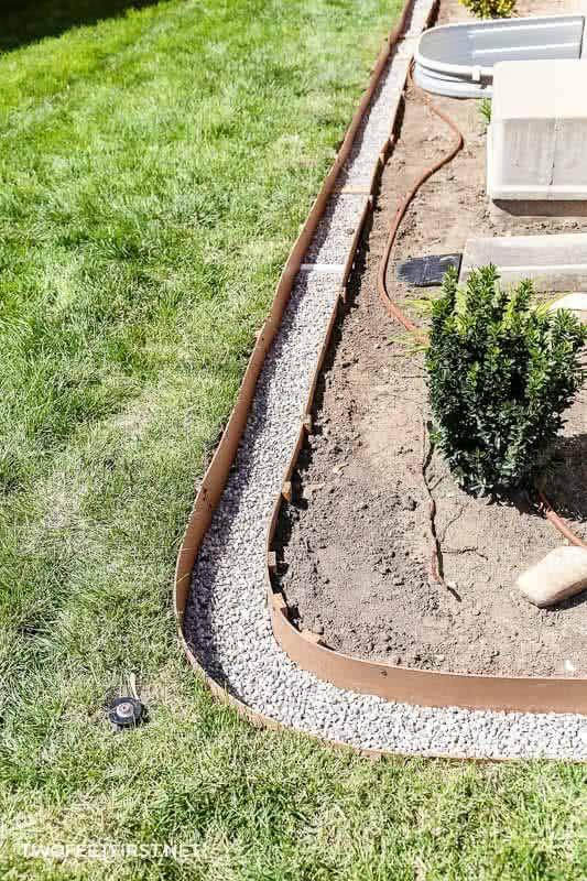 Install Concrete Landscape Edging Concrete Landscape 400 x 300