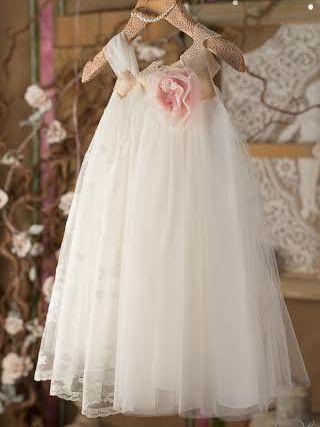 Φόρεμα+βάπτισης+Vinteli+αποτελείται+από:  Φόρεμα+στο+χρώμα+σάπιο+μήλο/εκρού