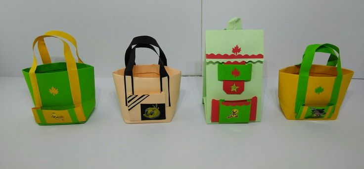 These miniature gift bags is made with color papers.