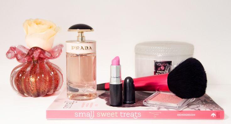 Inspire-se na sua produção para a Ceia de Natal: escolha seu perfume preferido, separe seu top kit de pincel, blush, batome acenda uma vela bem perfumada e relaxante para se …