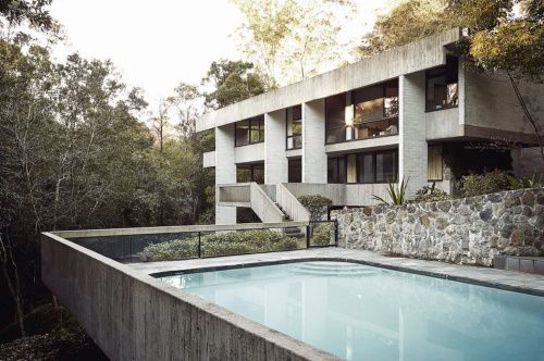 The backyard pool at Penelope and Harry Seidler House