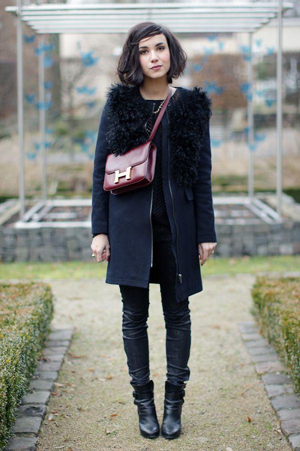 Manteau Claudie Pierlot (ancienne collection) Pull Vero Moda Slim Zara (collection en cours) Bottines Balenciaga Sac Hermès Collier Asos