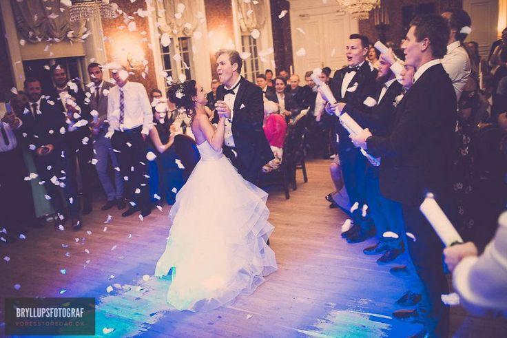 #vintagewedding #bryllupsfest #bryllupsfotograf #bryllupsbilleder #fotografbryllup #bryllup #voresstoredag #weddingphotography #wedding #weddingphotographer #denmark #bröllop #hochzeit #bryllupsplanlægning #bryllupsforberedelser #weddingdetails #instawedding #instawed #bryllup2018 #sophiendalgods